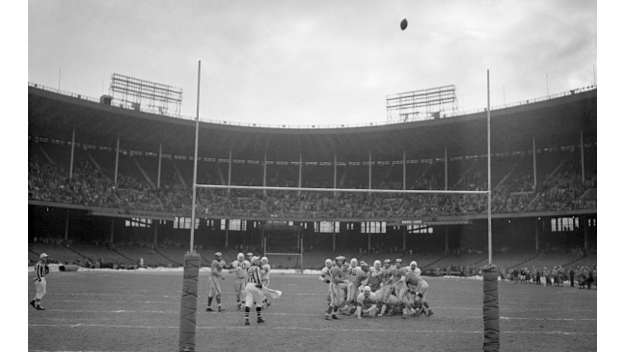Dec-24-1950: Cleveland Browns Win First of 3 NFL Title Battles Against Los Angeles Rams
